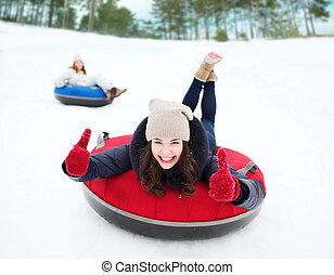 グループ, の, 幸せ, 友人, 滑り落ちる, 上に, 雪, チューブ