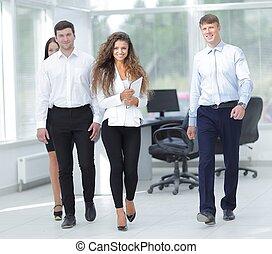 グループ, の, 若い, ビジネス 人々, 中に, オフィス