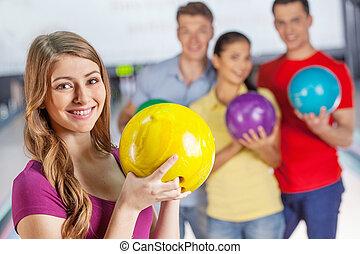 グループ, アリー, 4, ボウリング, 楽しみ, fun., 友人, 持つこと