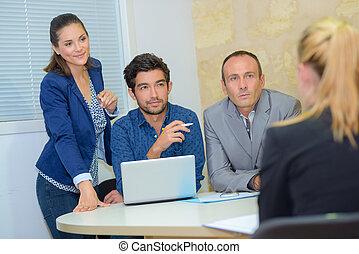 グループ, ビジネスオフィス, 人々, の間, ミーティング