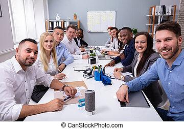 グループ, ビジネス 人々, 一緒に座る, ミーティング