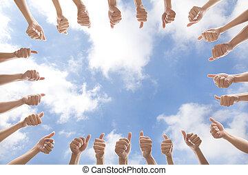 グループ, 人々, の上, 親指, 背景, 雲
