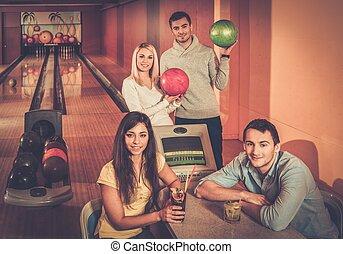グループ, 人々, クラブ, 若い, の後ろ, ボウリング, テーブル