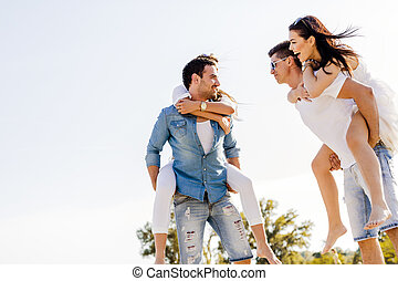 グループ, 人々, 若い, 届く, 幸せ, 浜, 砂, 女性