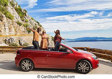 グループ, 人々, 若い, 振ること, convertible., 赤, 幸せ