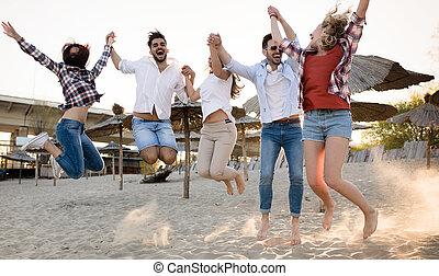 グループ, 人々, 若い, 楽しみ, 浜, 持つこと, 幸せ