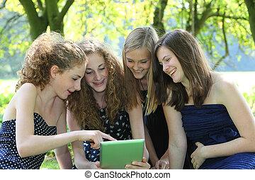 グループ, 仕事, 若い, tablet-pc, 4, ティーネージャー, 魅力的