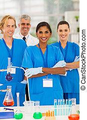 グループ, 実験室 技術者