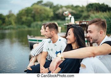 グループ, 弛緩, 桟橋, 若い, 川, 友人, 幸せ