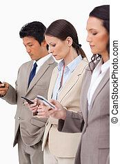 グループ, ∥(彼・それ)ら∥, businesspeople, cellphones