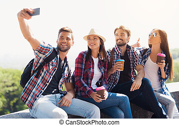 グループ, 彼ら, モデル, selfie, 公園, bench., 観光客, smartphone.