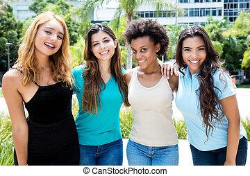 グループ, 成人, 若い, 4, 笑い, インターナショナル, 女性