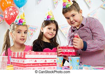 グループ, 持つこと, birthday, 楽しみ, パーティー, 子供, 幸せ