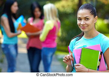 グループ, 背景の 人々, 学生, 屋外で, かなり