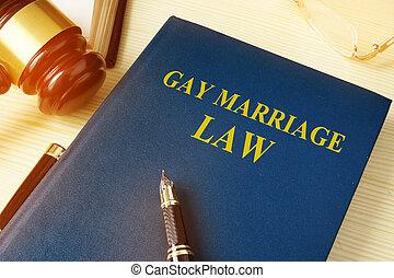 ゲイである, 結婚, 法律, 上に, a, 木製である, desk.