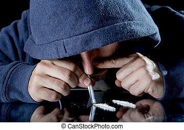 コカイン, 悲しい, 人, 彼の, 鼻で吸う, 家, 所有するため