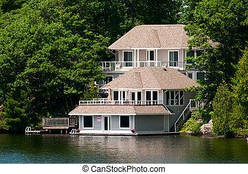 コテッジ, ボートハウス, 贅沢