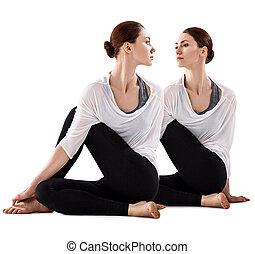 コラージュ, の, 若い女性, 床の上に座る, そして, stretching.
