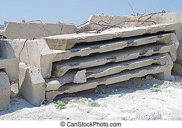 コンクリート, 厚板, 補強された