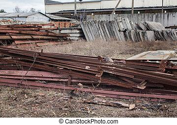 コンクリート, 厚板, 鉄は発する