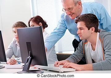 コンピュータのトレーニング