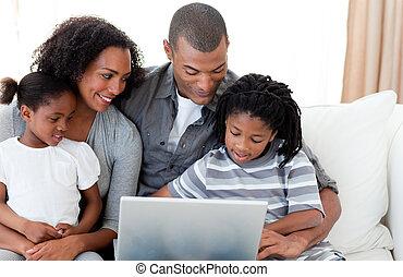 コンピュータ, 仕事, アフロ - american, 若い 家族, 幸せ
