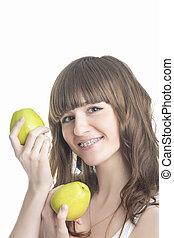 コーカサス人, 縦, ブラケット, 上に, 若い, 隔離された, apples., バックグラウンド。, 緑, デモをする, 歯, 女の子, 白, イメージ, 幸せ