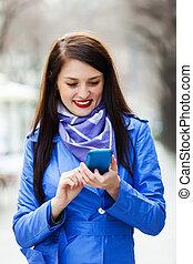 コート, 女, smartphone, 使うこと