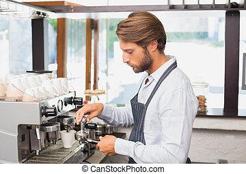コーヒーを作ること, ハンサム, barista, カップ