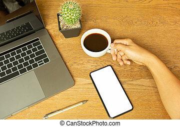 コーヒーカップ, 木製である, ラップトップ, ペン, 手, desk., 保有物, ビジネスマン