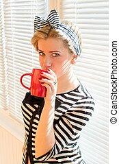 コーヒー, お茶, ∥あるいは∥, 若い, 飲むこと, ブロンド, 女, かなり