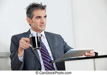 コーヒー, タブレット, オフィス, カップ, ビジネスマン, デジタル, 使うこと
