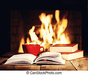 コーヒー, 古い, カップ, 木製である, お茶, 本, テーブル, fireplace., ∥あるいは∥, 赤