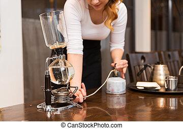コーヒー, 女, ポット, の上, サイフォン, 終わり, メーカー