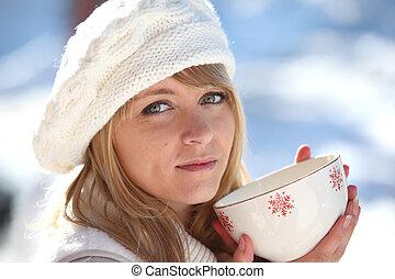 コーヒー, 女, 大袈裟な表情をしなさい, 冬, 暑い, 飲むこと, 日