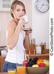 コーヒー, 女, 飲むこと, 台所, カップ
