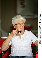 コーヒー, 女, 飲むこと, 年配, カップ