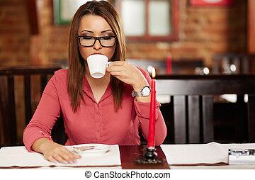 コーヒー, 女, 飲むこと, 若い, レストラン