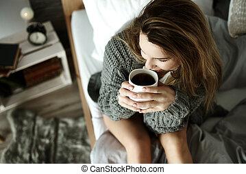 コーヒー, 女, 飲むこと, 魅力的, ベッド