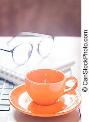 コーヒー, 机, メモ用紙, ラップトップ, カップ