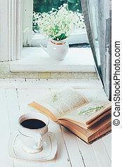 コーヒー, 花, 窓台, カップ, 花束, 家, ユリ, 春, 朝, 無作法, 木製である, 本, 黒, レトロ, 型, テーブル, 白, 谷, 開いた