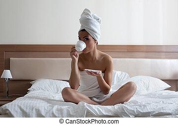 コーヒー, 若い, 飲むこと, ベッド, 女