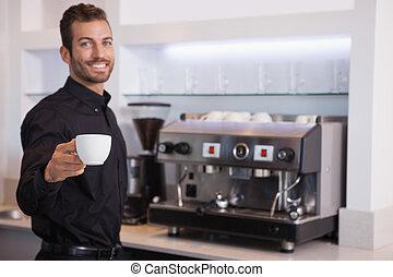 コーヒー, barista, 提供, カップ, カメラ, ハンサム