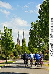 サイクリング, へ, ∥, 教会