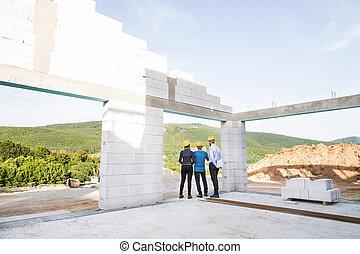 サイト。, 建築作業員, 建築家