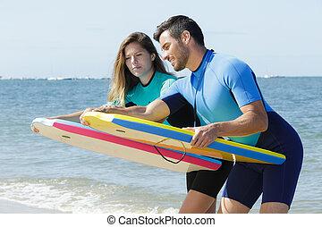 サーフィンをしなさい, 恋人, 浜, 板, サーファー