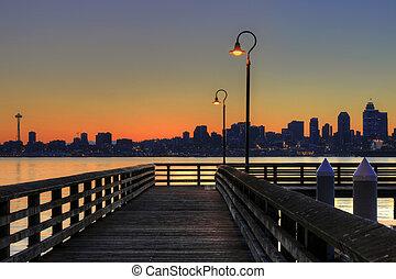 シアトルのスカイライン, から, ∥, 桟橋, ∥において∥, 日の出