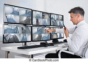 システム, フィート数, オペレーター, 見る, cctv, セキュリティー