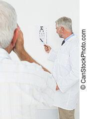 シニア, チャート, 指すこと, 眼科医, マレ, 患者, オフィス, 目, 小児科医, 医学