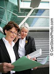 シニア, 女性実業家